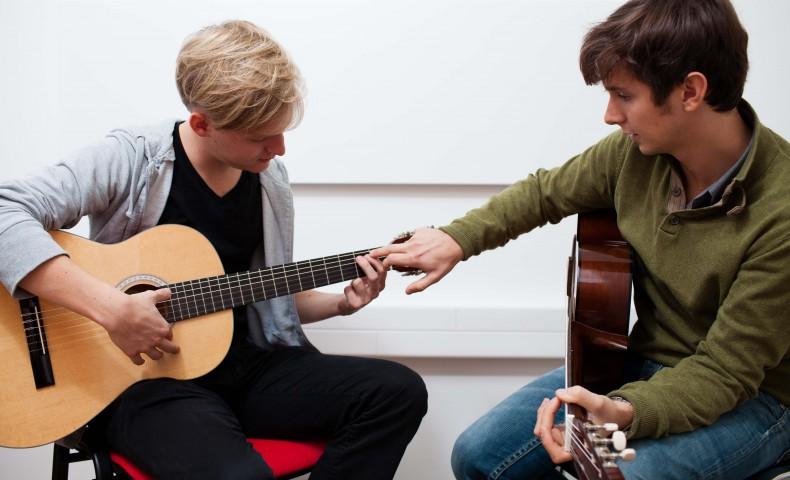 Gitarrenunterricht und Harfenunterricht